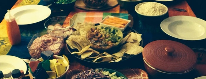 wang's taco house (and cats) is one of สถานที่ที่บันทึกไว้ของ Lillycita.