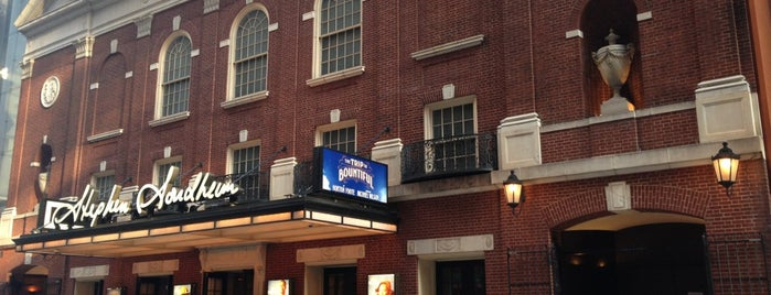 Stephen Sondheim Theatre is one of Lugares favoritos de Steve.