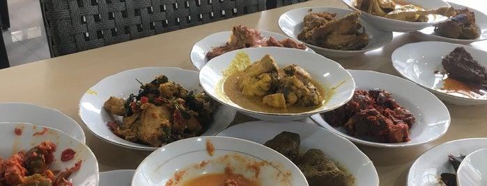Restoran Trio Permai is one of Locais curtidos por Natasha.