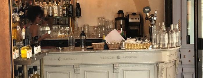 Caffe de Flore is one of Locais curtidos por Nini.