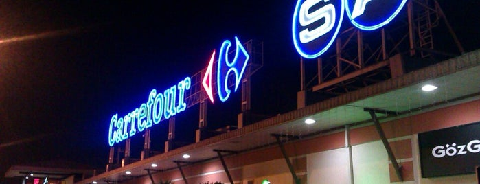 Kozyatağı Carrefour AVM is one of Locais curtidos por Nonnüş.