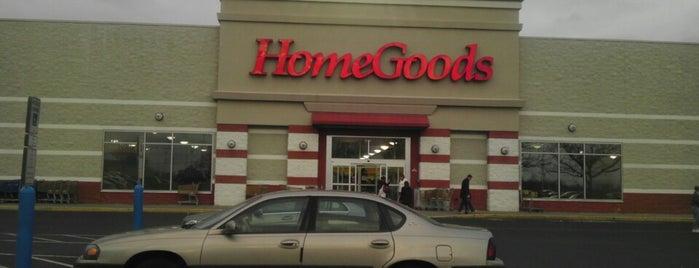 HomeGoods is one of Locais curtidos por Kim.