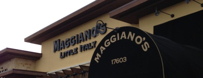 Maggiano's Little Italy is one of Lugares guardados de Kim.