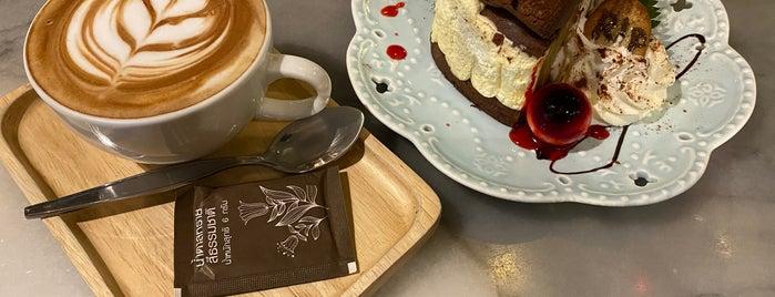 B-Story Café is one of Locais curtidos por WuWu.