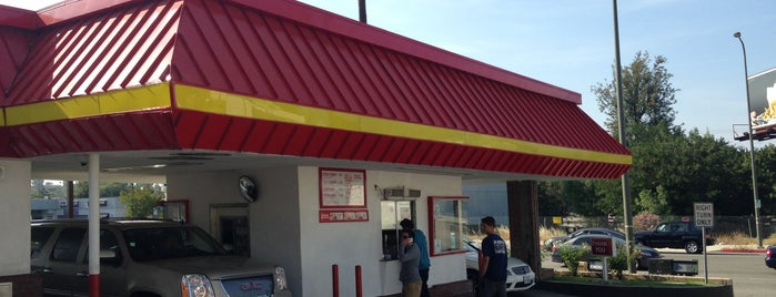 In-N-Out Burger is one of Lugares guardados de Gabriel.