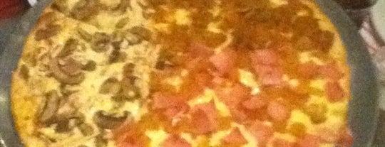 Karen's Pizza is one of Lugares favoritos de ramiro.