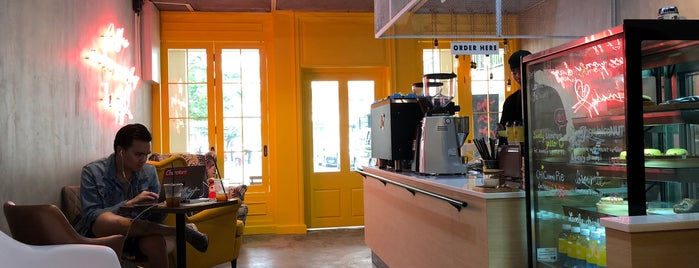 Lively Cafe is one of Dimitris 님이 좋아한 장소.