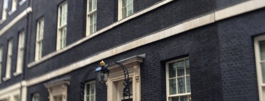 10 Downing Street is one of Лондон.