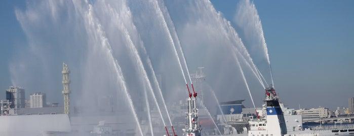 Osanbashi Pier is one of Lugares favoritos de Yutaka.