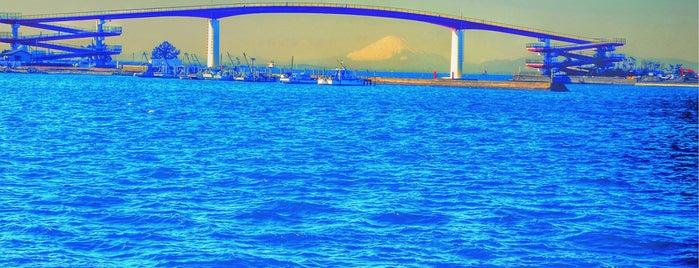 中の島大橋 is one of Lugares favoritos de Yutaka.