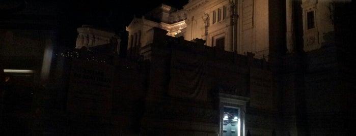 Capolinea Piazza Venezia is one of cose manco a roma!.