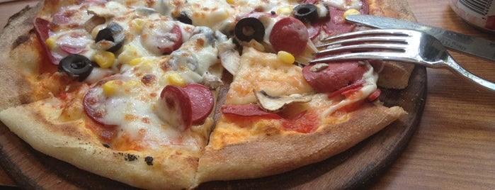 Pizza House is one of Gamze 님이 저장한 장소.