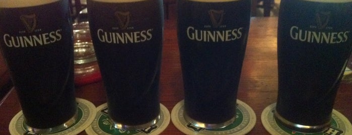 Greensleeves Irish Pub is one of สถานที่ที่ Peter ถูกใจ.