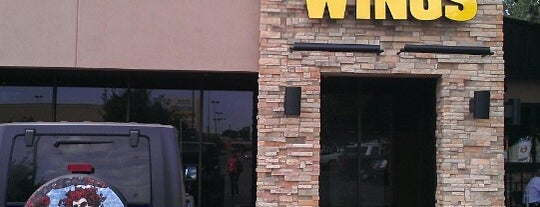 Buffalo Wild Wings is one of Tempat yang Disukai Jessica.