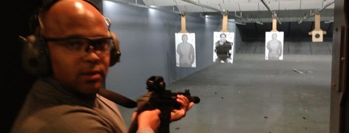 Point Blank Range & Gunshop is one of Locais curtidos por Brian.