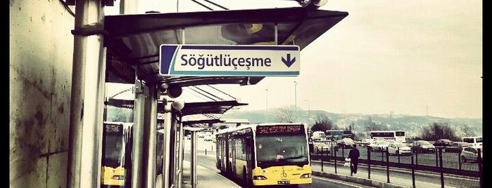 Boğaziçi Köprüsü Metrobüs Durağı is one of Lieux qui ont plu à Ömer.