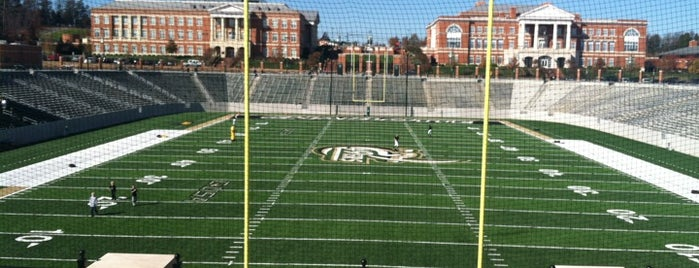 University of North Carolina at Charlotte is one of Lugares favoritos de Toon.