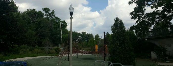 Julia De Burgos Park is one of Orte, die Thierry gefallen.