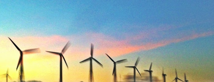San Gorgonio Pass Wind Farm is one of Palm Springs : To Do.