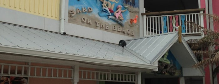 Sand On The Beach Bar And Grill is one of Gespeicherte Orte von Amy.