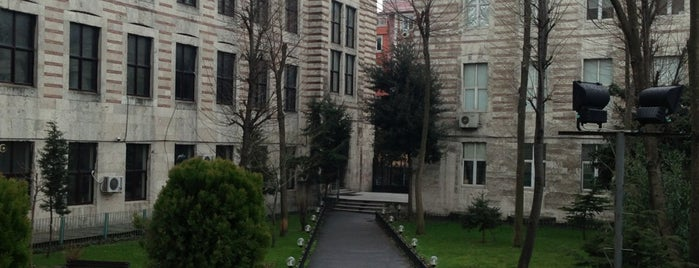 İstanbul Üniversitesi Fen Fakültesi is one of Tubissさんのお気に入りスポット.