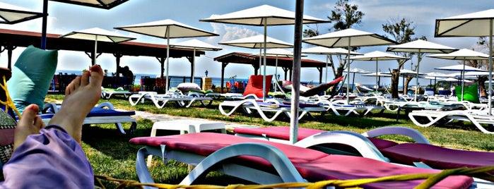 Çiçekli Bahçe Beach Garden is one of Erdem'in Beğendiği Mekanlar.