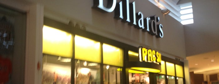 Dillard's is one of Lugares favoritos de John.