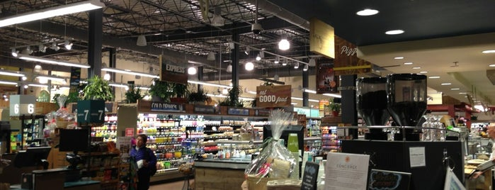 Whole Foods Market is one of Lugares favoritos de Kyle.