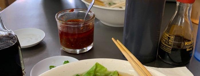Vien Huong Restaurant is one of Tempat yang Disukai Alex.