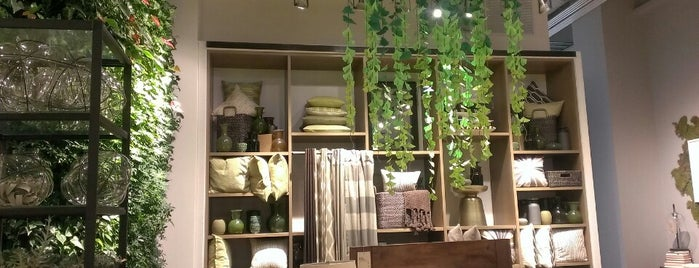 West Elm is one of Danさんのお気に入りスポット.