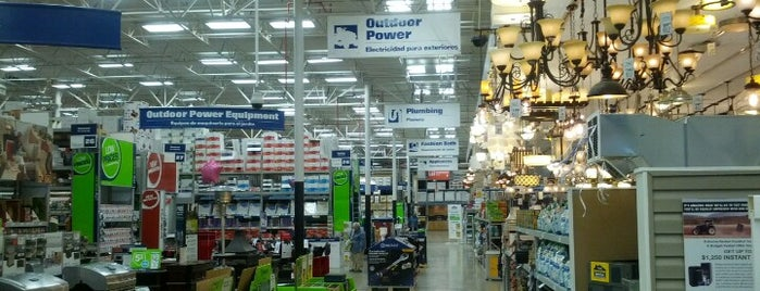 Lowe's Home Improvement is one of Andrew 님이 좋아한 장소.