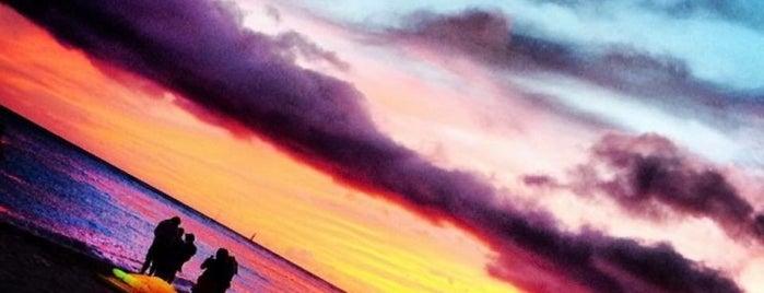 Queens Surf Break is one of Lugares guardados de Jesennia.