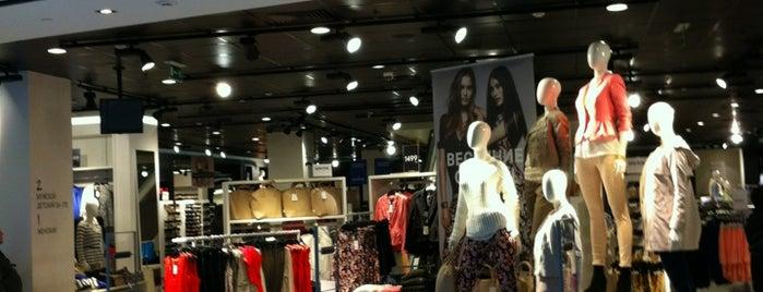 H&M is one of Locais curtidos por Tanya.