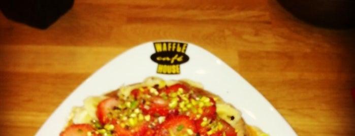 Waffle House is one of Tempat yang Disukai Kerim.