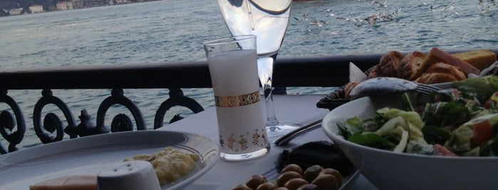 Rumelihisarı İskele Restaurant is one of Vacation 2014.