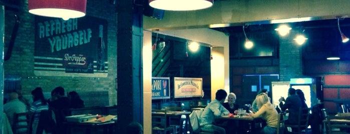 Pizzeria Ae Oche Docks is one of Posti che sono piaciuti a Tobia.