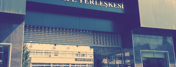 Atatürk Eğitim Fakültesi is one of Posti che sono piaciuti a Onur.