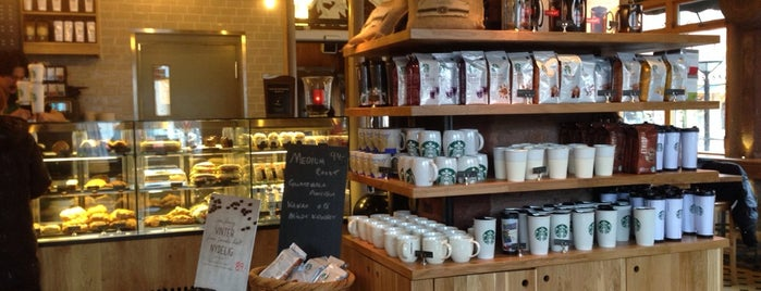 Starbucks is one of Lieux qui ont plu à Aiga.