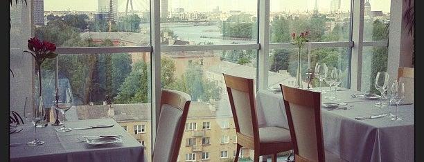 Park Restaurant / Bellevue 1st floor is one of Smalkās vietas.
