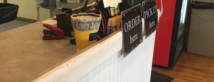 Janie's Cafe is one of Locais curtidos por WayneNH.
