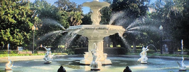 Forsyth Park Fountain is one of Orte, die Adriana gefallen.