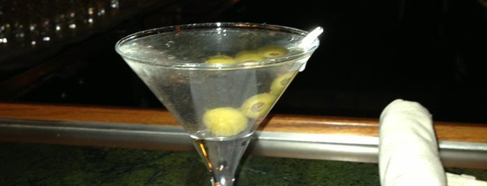 Martini's is one of Locais curtidos por Dominic.