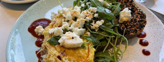 Bluestone Lane Los Altos Café is one of Lieux qui ont plu à Ryan.