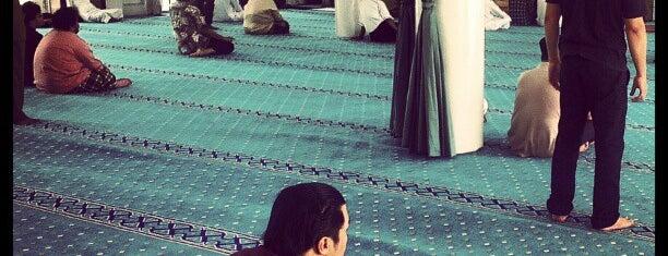 Surau Al-Syakirin is one of masjid.