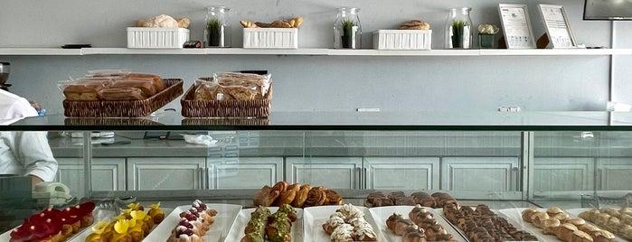 Brunch Bakery is one of Queen'in Kaydettiği Mekanlar.