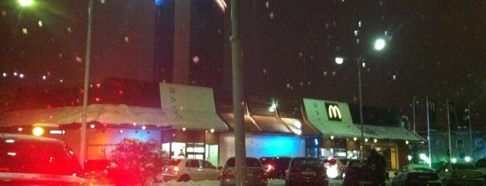 Парковка біля McDonald's is one of Lieux qui ont plu à Vitaliy.