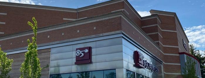 85C Bakery Cafe is one of Lugares favoritos de minniemon.
