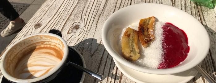 Skola Coffee & Wine Bar is one of Locais curtidos por Marina.