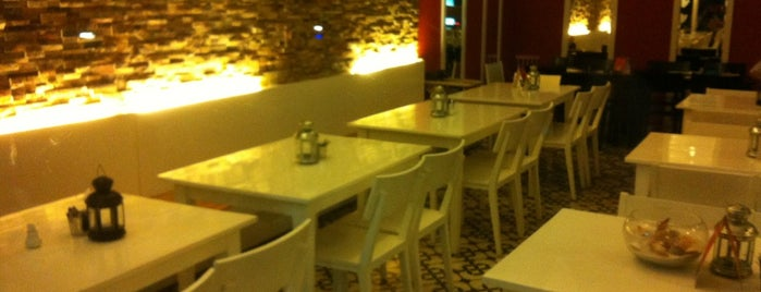 Oc Va Hen (Snails & Mussels Seafood) is one of สถานที่ที่บันทึกไว้ของ Oksana.