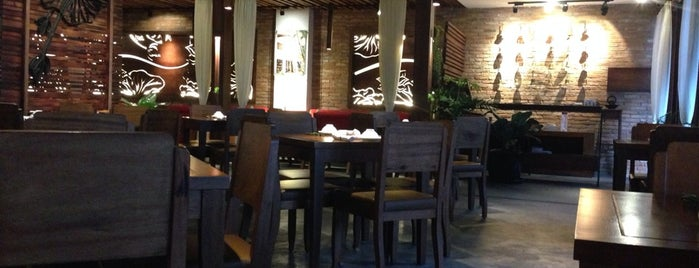 Hum Vegetarian, Lounge & Restaurant is one of Dan 님이 저장한 장소.